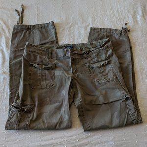 American Eagle Camo Cargo Capri Pants Size 14 LONG